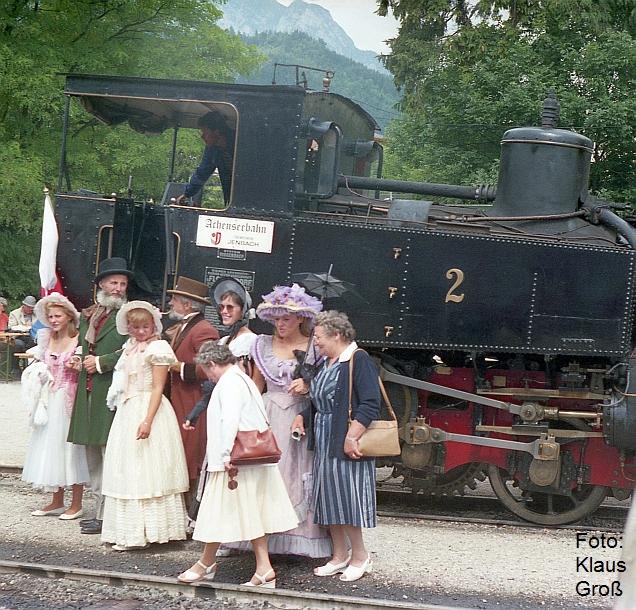 http://www.offenstall-kaltenborn.de/bilderhosting/klaus.gross/Achenseebahn_Lok_2_historische_Trachten_Jenbach_1987_267_34