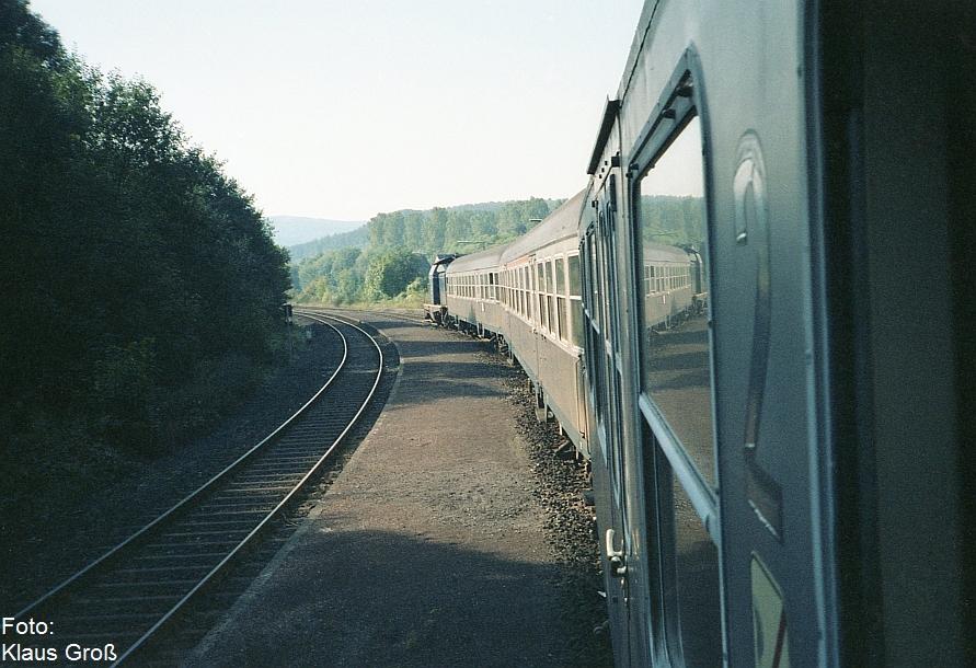 http://www.offenstall-kaltenborn.de/bilderhosting/klaus.gross/Bahnhof_Untermaubach_1988_280_19