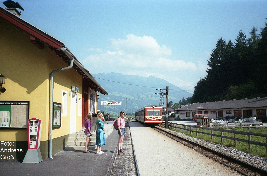 http://www.offenstall-kaltenborn.de/bilderhosting/klaus.gross/ZB_VT3_o_4_Strass_Bf_1991_A56_8