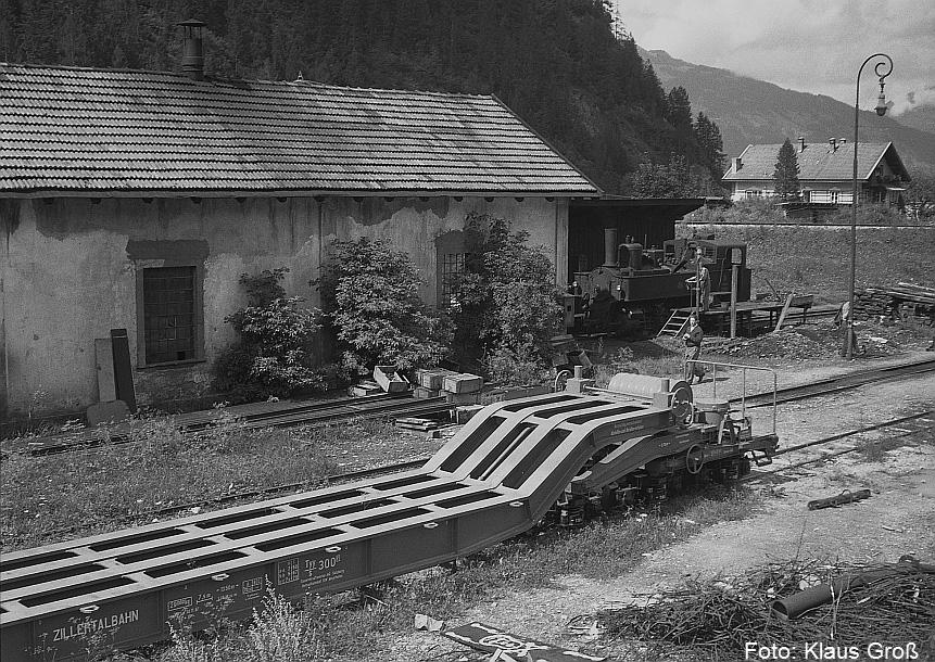 http://www.offenstall-kaltenborn.de/bilderhosting/klaus.gross/Zillertalbahn_Tiefladewagen_Mayrhofen_1968_78_12